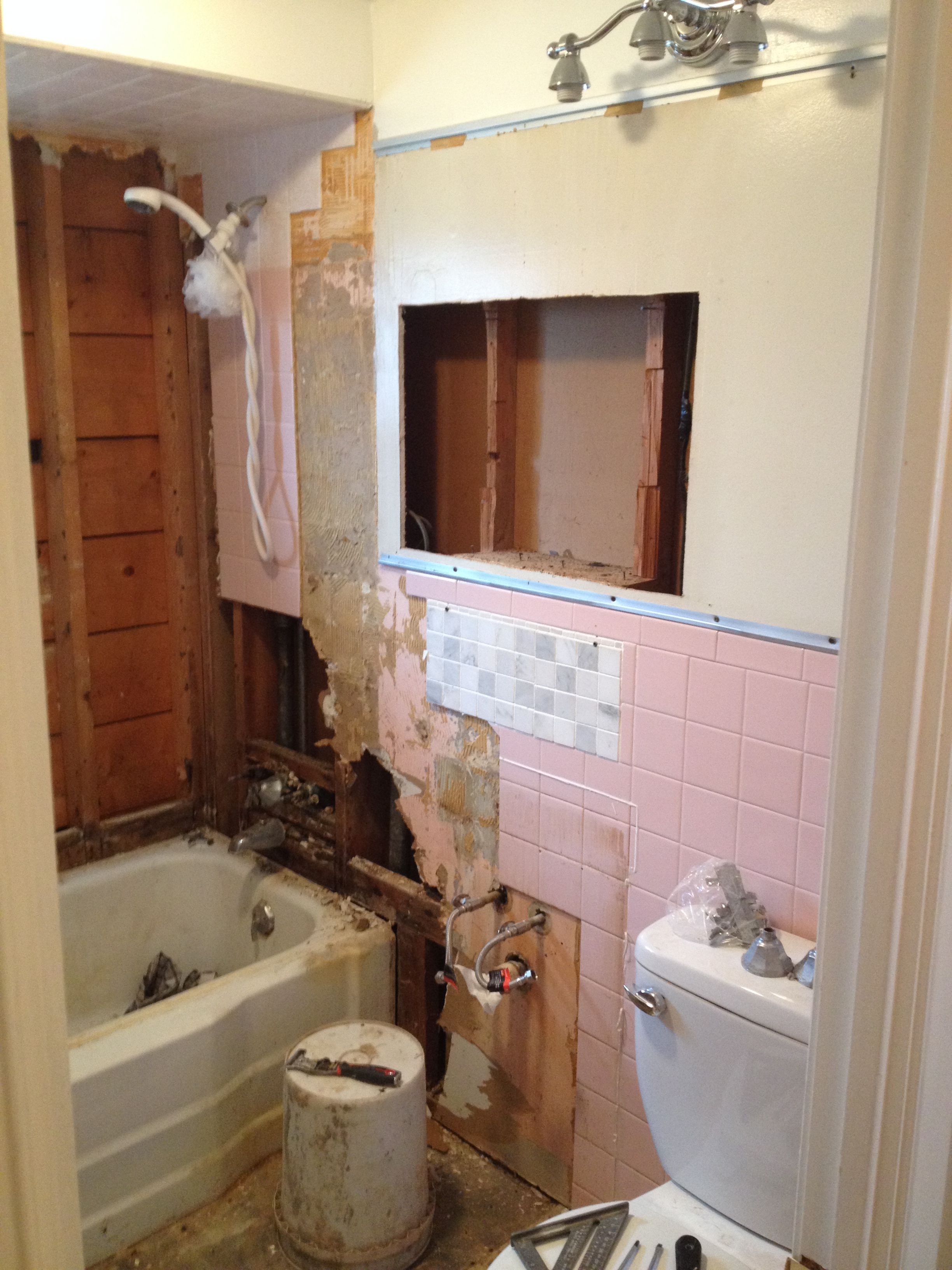 Bathroom renovation update haus2home for How to update a bathroom without renovating